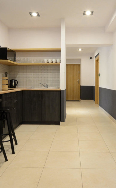 8-Hostel-1-387x627