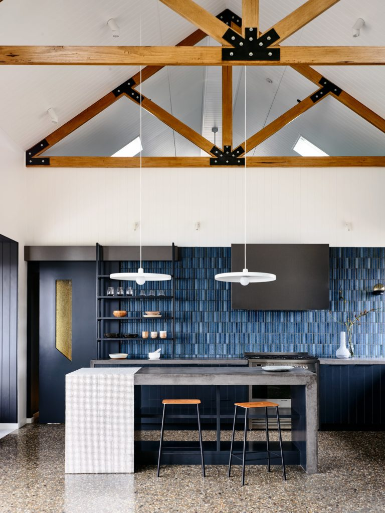 Beechworth-Residential-Project-by-Doherty-Design-Studio-Photographed-by-Derek-Swalwell-Project-Feature-Local-Australian-Architecture-and-Interior-DesignDDS_beechworth002-min-768x1024 Apartament Aranżacja wnętrz Interior Design Projekty wnętrz Projekty wnętrz Warszawa Wnętrza