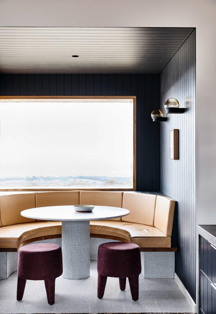 Gallery-of-Beechworth-Residence-by-Doherty-Design-Studio-Local-Australian-Design-Beechworth-VIC-Image-6-704x1024 Apartament Aranżacja wnętrz Interior Design Projekty wnętrz Projekty wnętrz Warszawa Wnętrza